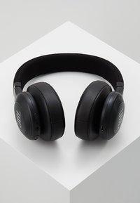 JBL - E55 AROUND-EAR HEADPHONE - Høretelefoner - black - 2
