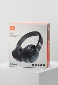 JBL - E55 AROUND-EAR HEADPHONE - Høretelefoner - black - 4