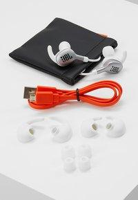 JBL - EVEREST WIRELESS IN EAR HEADPHONES - Headphones - silver-coloured - 4