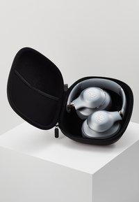 JBL - JBL EVEREST 710 WIRELESS OVER-EAR HEADPHONES - Headphones - silver - 3