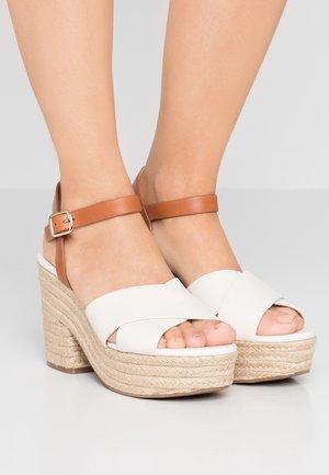 PLATFORM - Sandály na vysokém podpatku - ivory