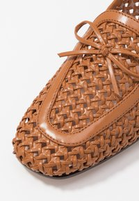 J.CREW - AVENUE LOAFER BOW - Slip-ons - roasted pecan - 2