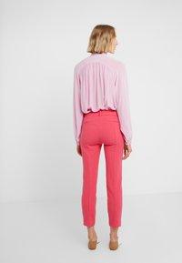 J.CREW - Spodnie materiałowe - bright rose - 2