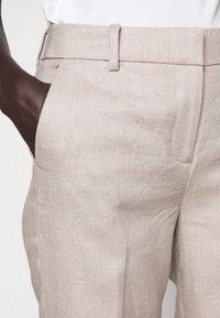 J.CREW - PEYTON PANT IN TRAVELER - Kalhoty - flax - 3