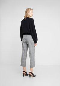 J.CREW - Spodnie materiałowe - black / blue / ivory - 2
