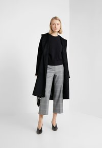 J.CREW - Spodnie materiałowe - black / blue / ivory - 1