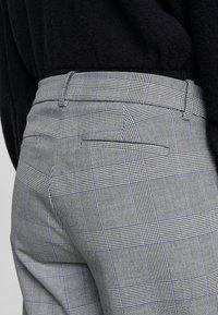 J.CREW - Spodnie materiałowe - black / blue / ivory - 5