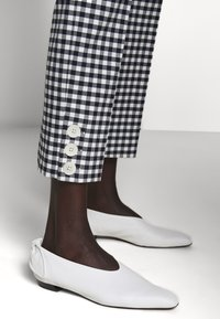 J.CREW - GEORGIE PANT IN GINGHAM WITH BUTTONS - Trousers - navy/ivory - 5