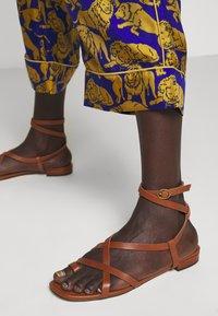 J.CREW - BAEZ LIONS - Trousers - blue/olive - 3