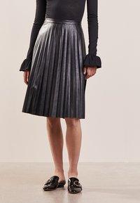 J.CREW - A-line skirt - black - 0