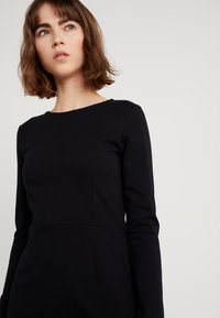 J.CREW - DRESS SOLID - Robe en jersey - black - 4