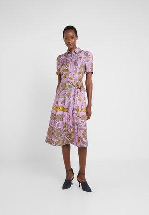 DRYDEN  - Sukienka koszulowa - violet tigers