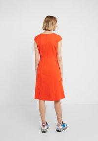 J.CREW - MATHILDE DRESS STRETCH SUITING - Vestido ligero - bold red - 2
