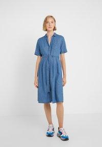 J.CREW - REDBURY DRESS CHAMBRAY - Sukienka koszulowa - lakeshore blue - 0
