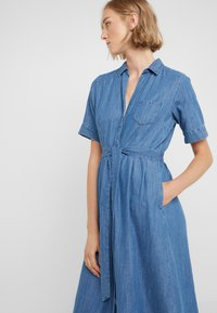 J.CREW - REDBURY DRESS CHAMBRAY - Sukienka koszulowa - lakeshore blue - 4