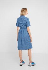 J.CREW - REDBURY DRESS CHAMBRAY - Sukienka koszulowa - lakeshore blue - 2