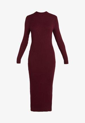 TRAVEL RIB DRESS - Sukienka dzianinowa - vintage burgundy