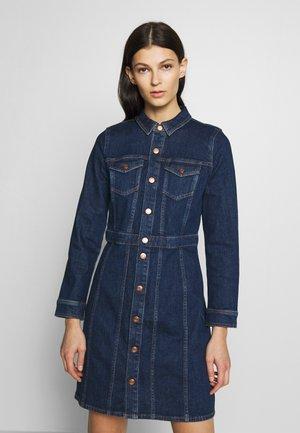 LONG SLEEVE DETAILS DRESS - Denim dress - serene sky blue wash