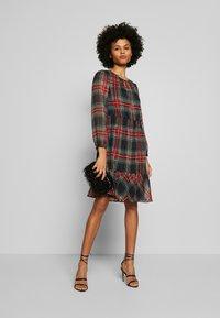 J.CREW - GLENDALE DRESS TARTAN - Korte jurk - black/multi - 1