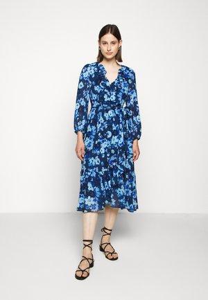ALESSIA WRAP DRESS - Sukienka letnia - blue meadow