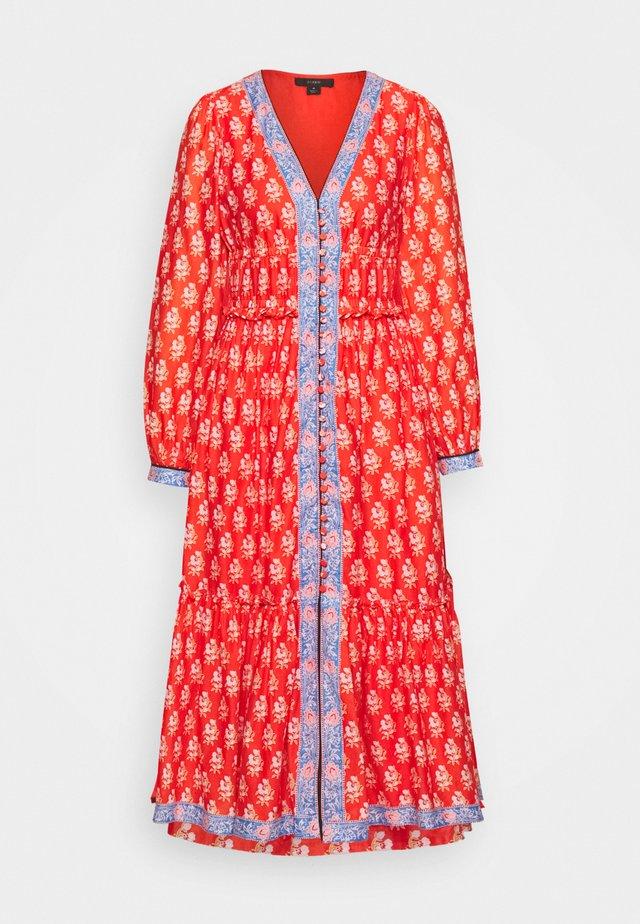 DRESS IN BLOCKPRINT - Korte jurk - orange