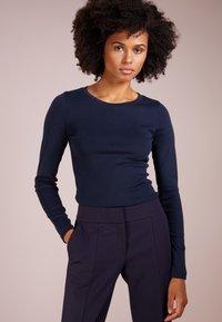 J.CREW - SLIM PERFECT  - Bluzka z długim rękawem - navy - 0