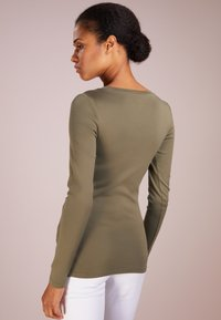 J.CREW - SLIM PERFECT  - Langarmshirt - frosty olive - 2