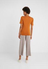 J.CREW - CREWNECK ELBOW SLEEVE - T-shirt basique - adobe - 2
