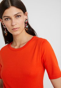 J.CREW - SLIM PEFECT ELBOW SLEEVE TEE - Basic T-shirt - bold red - 4