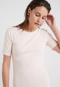 J.CREW - SLIM PEFECT ELBOW SLEEVE TEE - Basic T-shirt - subtle pink - 4