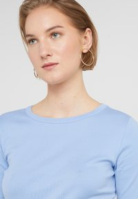 J.CREW - SLIM PEFECT ELBOW SLEEVE TEE - T-shirt basic - frosty sky - 4