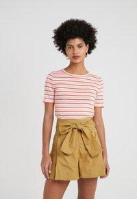 J.CREW - PERFECT FIT TEE  - Print T-shirt - peony ivory/orange - 0