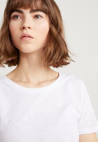 J.CREW - WHISPER CREWNECK TEE - T-shirt basic - white - 4