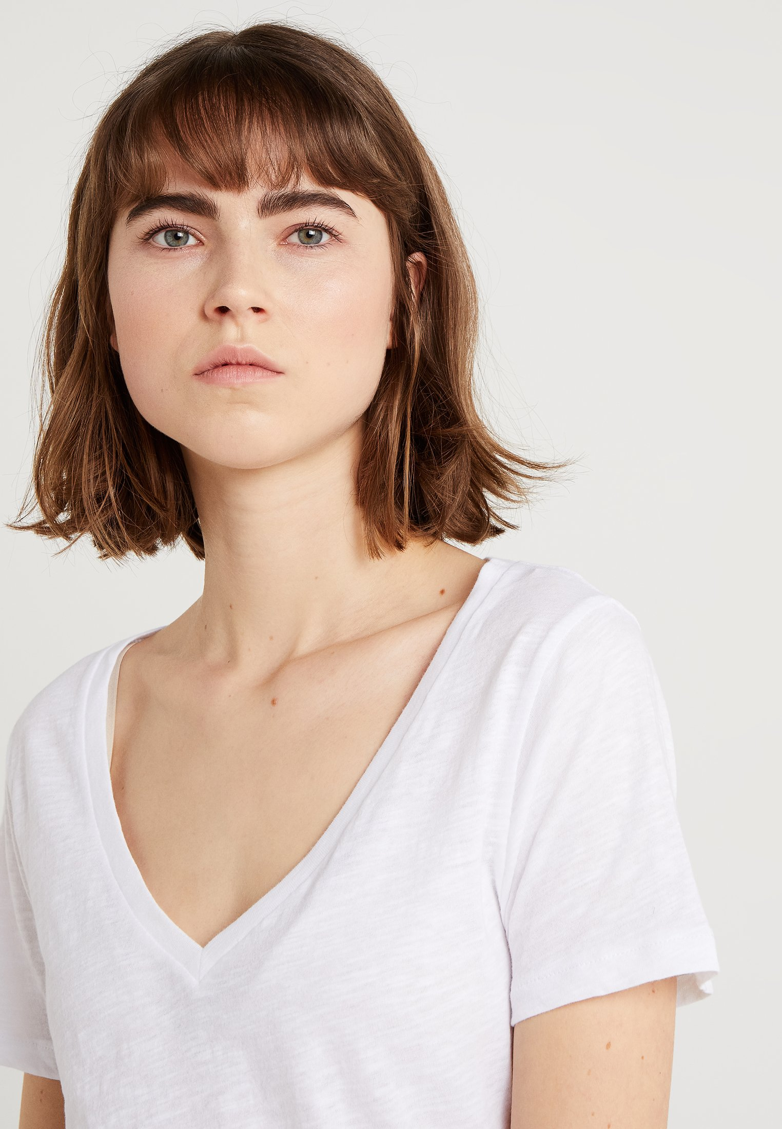 J.CREW WHISPER V-NECK TEE - T-shirts - white