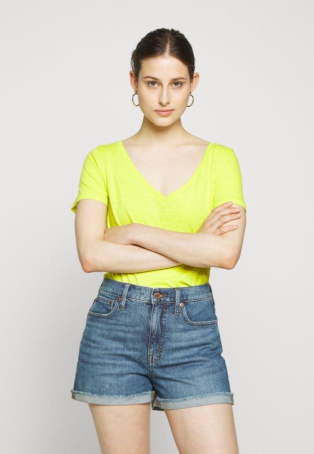 VINTAGE V NECK TEE - T-Shirt basic - bright kiwi