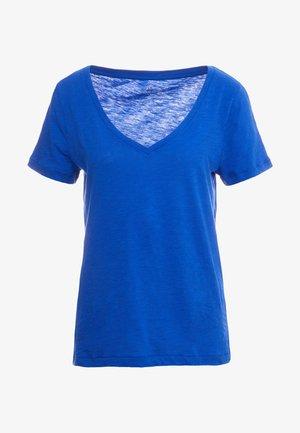 WHISPER V-NECK TEE - Basic T-shirt - brilliant sapphire
