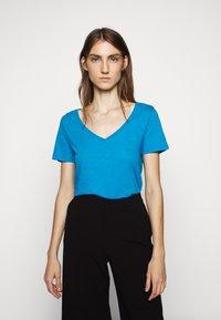 J.CREW - VINTAGE V NECK TEE - T-Shirt basic - prussian blue - 0