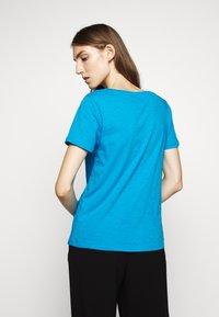 J.CREW - VINTAGE V NECK TEE - T-Shirt basic - prussian blue - 2