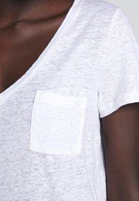 J.CREW - V NECK TEE - Jednoduché triko - white - 4