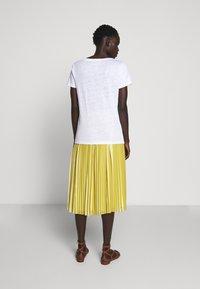 J.CREW - V NECK TEE - Basic T-shirt - white - 2