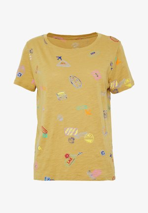 ALLOVER TRAVEL TAGS TEE - T-shirt imprimé - honey brown