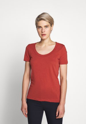 VINTAGE SCOOP - Basic T-shirt - rock red