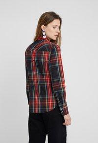 J.CREW - PERFECT IN STEWART PLAID SLIM FIT - Camisa - red/green/multi - 2