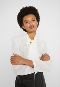 J.CREW - COURTNEY BOW BLOUSE - Button-down blouse - ivory - 3