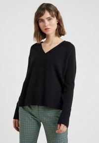 J.CREW - SUPERSOFT V-NECK - Stickad tröja - black - 0