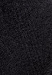 J.CREW - SUPERSOFT V-NECK - Stickad tröja - black - 3