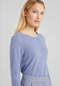 J.CREW - LAYLA CREW - Sweter - heather river - 4
