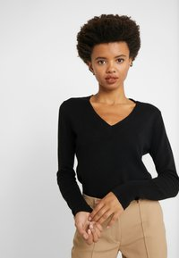 J.CREW - CASH FITTED V NECK - Trui - black - 3