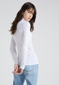 J.CREW - PERFECT FIT TURTLENECK - Topper langermet - white - 2