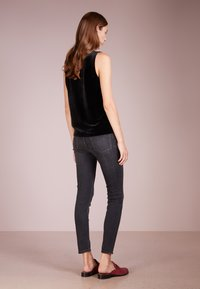 J.CREW - LOOKOUT CANDIANI PENWOOD  - Slim fit jeans - charcoal wash - 2